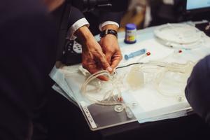 Echte Materialien anfassen, ausprobieren, mit Experten diskutieren – ohne Einflussnahme der Industrie.