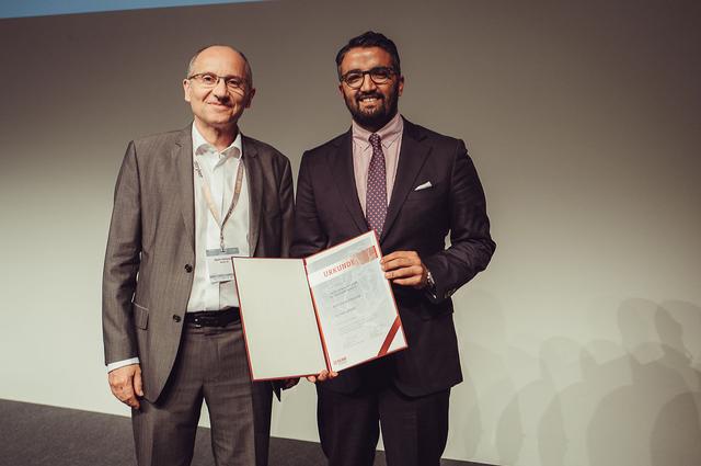 Dr. Saif Afat (re) mit Prof. Dr. Martin Wiesmann bei der Preisverleihung auf dem neuroRAD 2019.